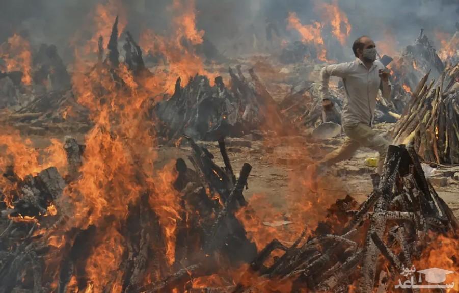 خاکستر اجساد سوزانده شده در هند