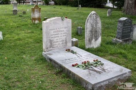 (عکس) نوشته بامزه روی سنگ قبر !