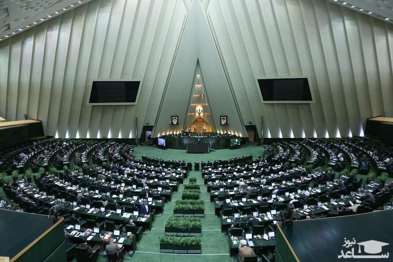 تماشای لایو اینستاگرام در حاشیه افتتاحیه مجلس