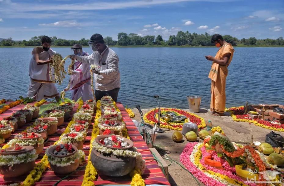 تزیین ظروف حاوی خاکستر اجساد فوتی های کرونا در هند