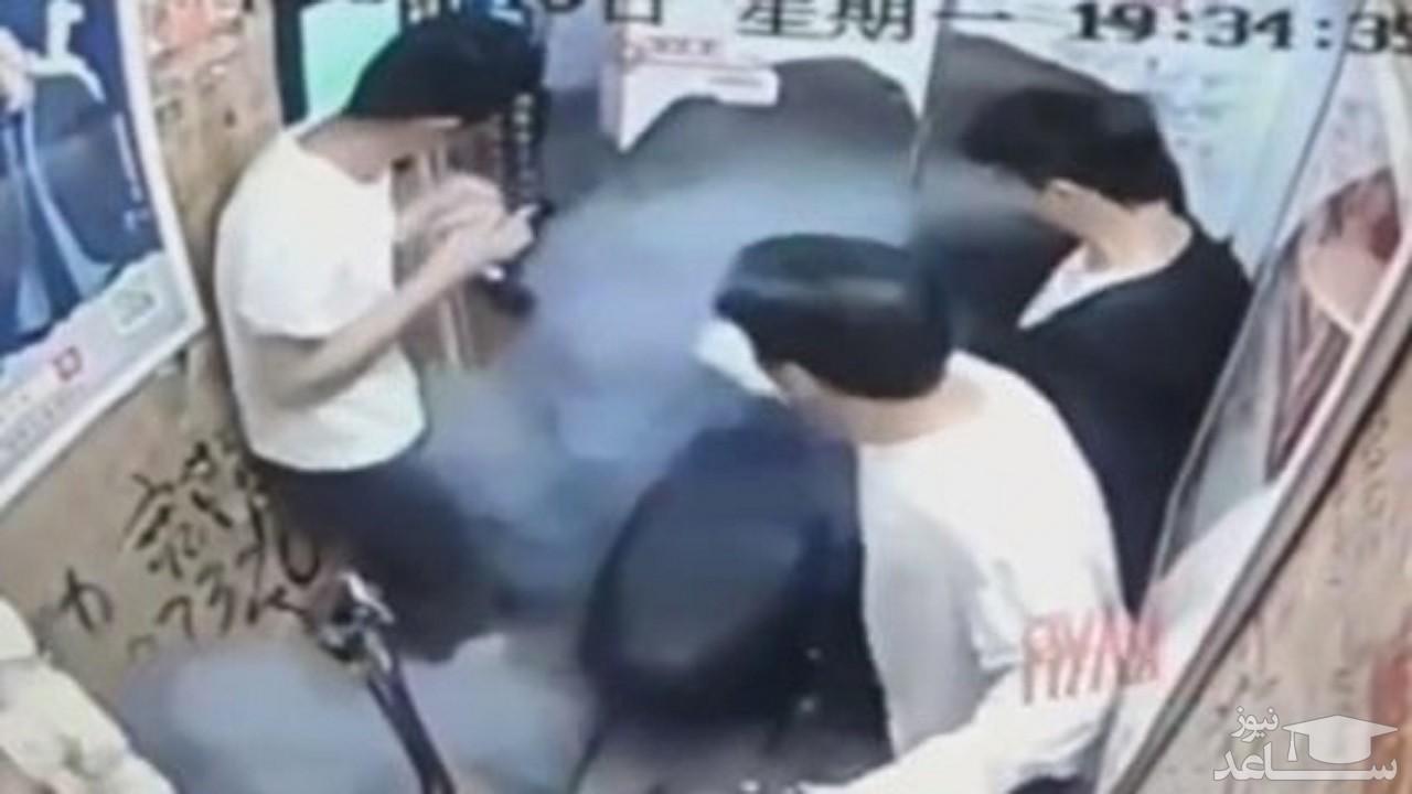 (فیلم) لحظه وحشتناک آتش گرفتن دوچرخه در آسانسور