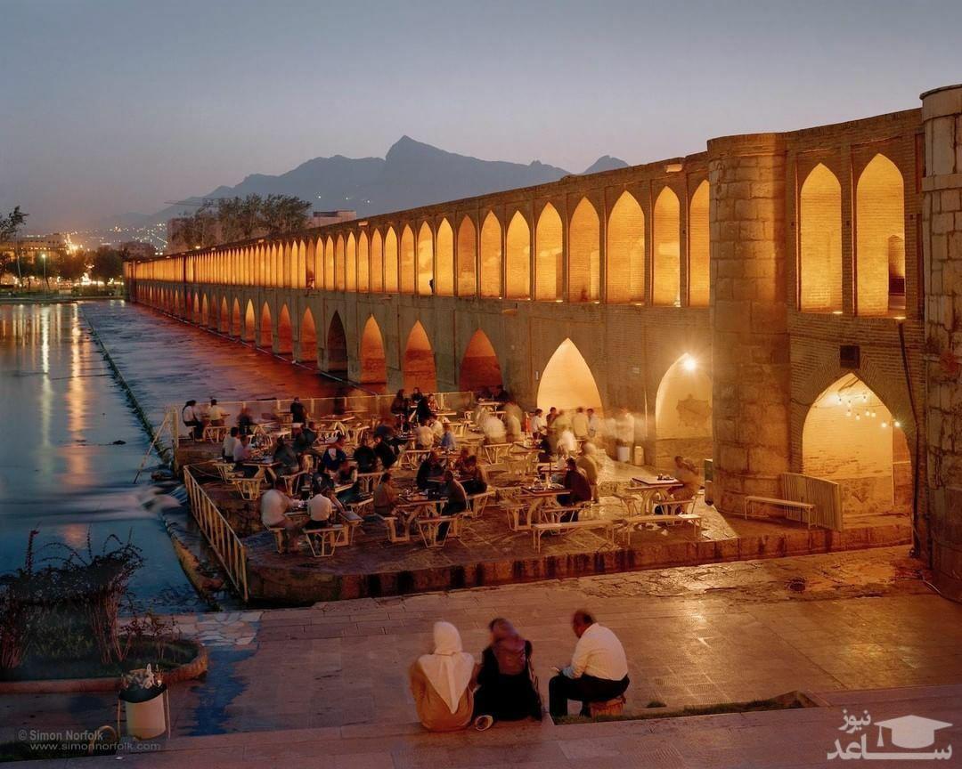 تصویر تلخ؛ بارفیکس زدن با ناودان سی و سه پل اصفهان