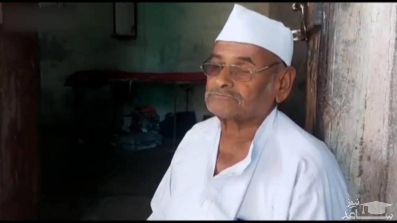 (فیلم) سنگ خوردن پیرمرد ۸۰ ساله برای تسکین درد معده!