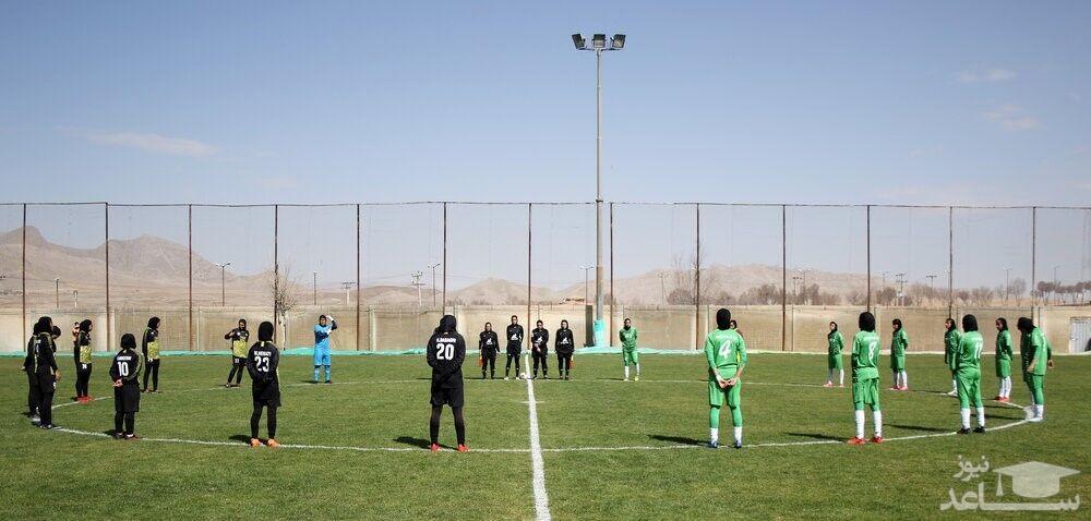 تصاویر جنجالی جادوگر در فوتبال زنان/ بیاطلاعی ناظر بازی از حضور جادوگر در فوتبال زنان