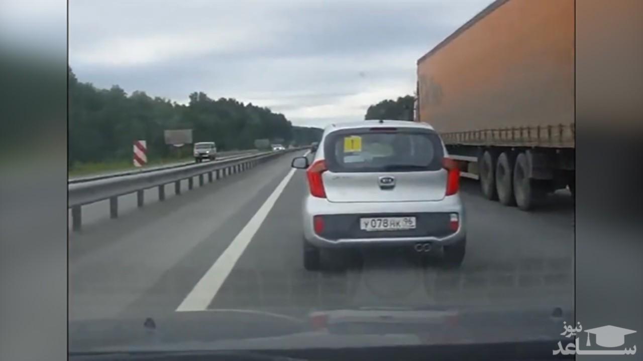 (فیلم) لجبازی در هنگام رانندگی حادثهساز شد