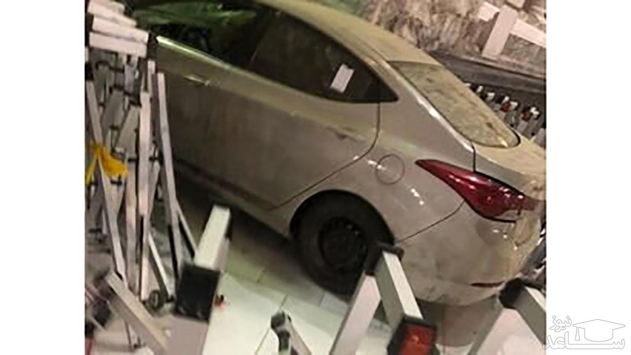 (فیلم) اقدام عجیب مردی که با ماشین به در مسجدالحرام مکه کوبید