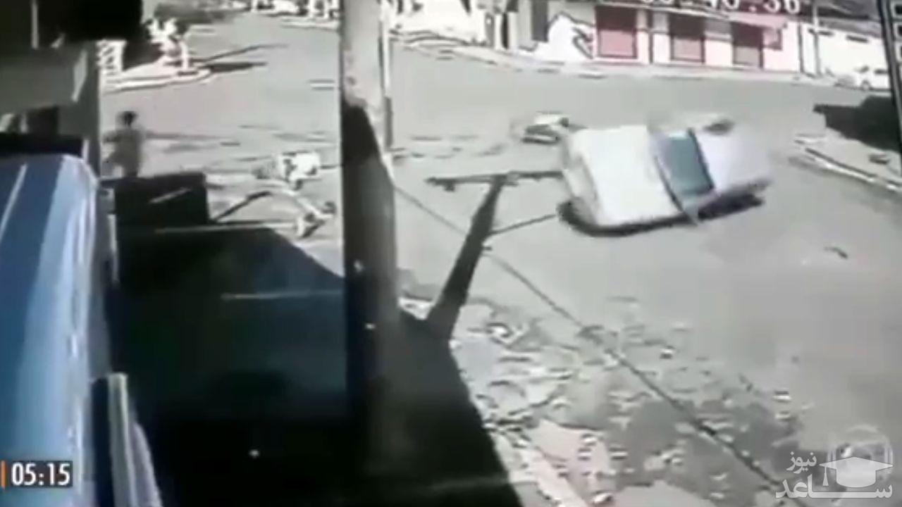 (فیلم) فروریختن دیوار یک مغازه بر اثر اقدام دیوانهوار راننده کامیون