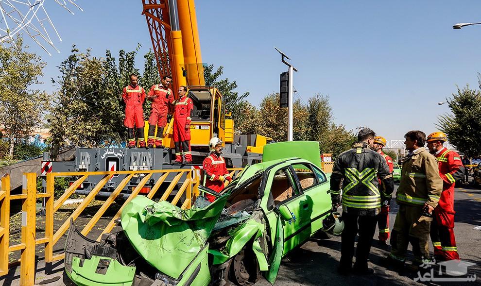 (عکس) سقوط مرگبار جرثقیل در اتوبان بسیج تهران