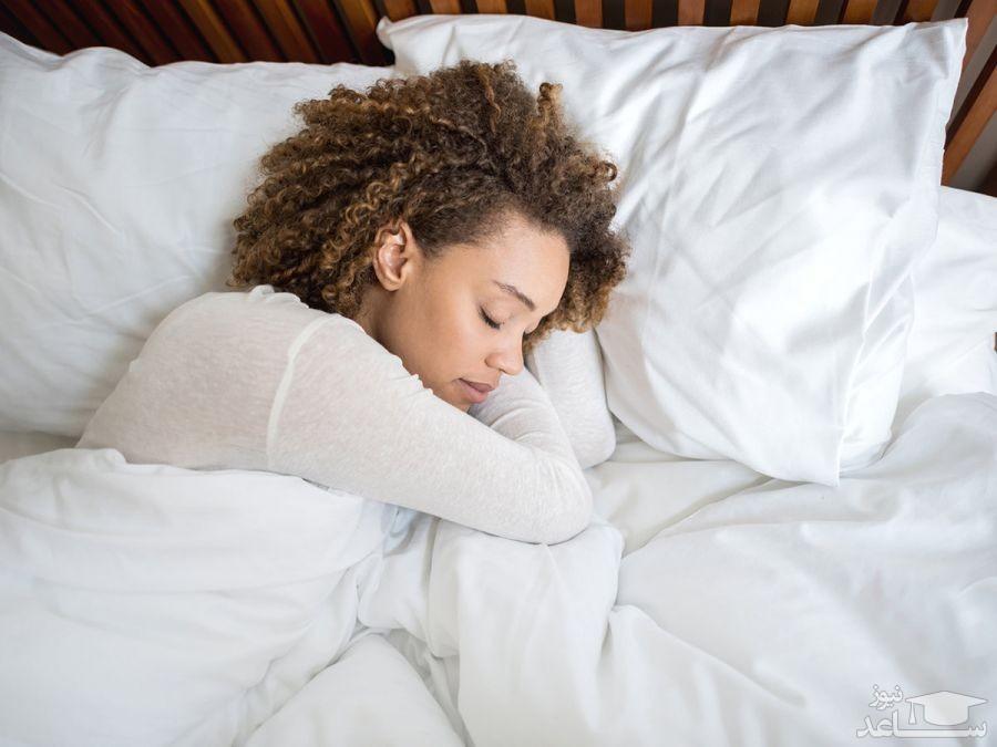 عوارض و خطرات بستن سوتین موقع خواب