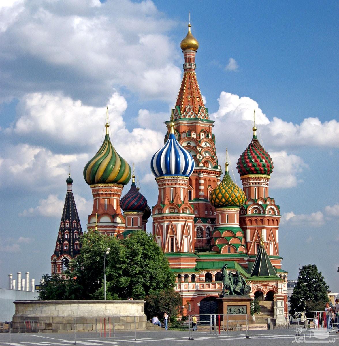 کلیسای جامع سنت باسیل در کجا واقع است و ویژگی های توریستی آن چیست؟