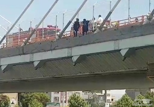 (فیلم) اقدام به خودکشی دو دختر در مشهد
