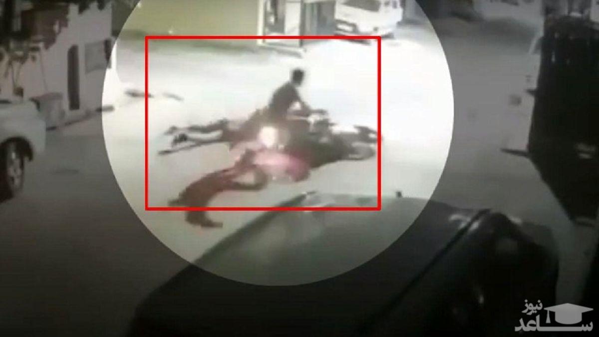 (فیلم) وحشت ساکنان محلی با دیدن پلنگ در دامداری!