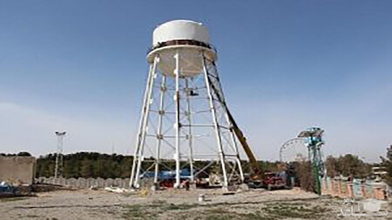 (فیلم) لحظه واژگون شدن منبع آب غولپیکر