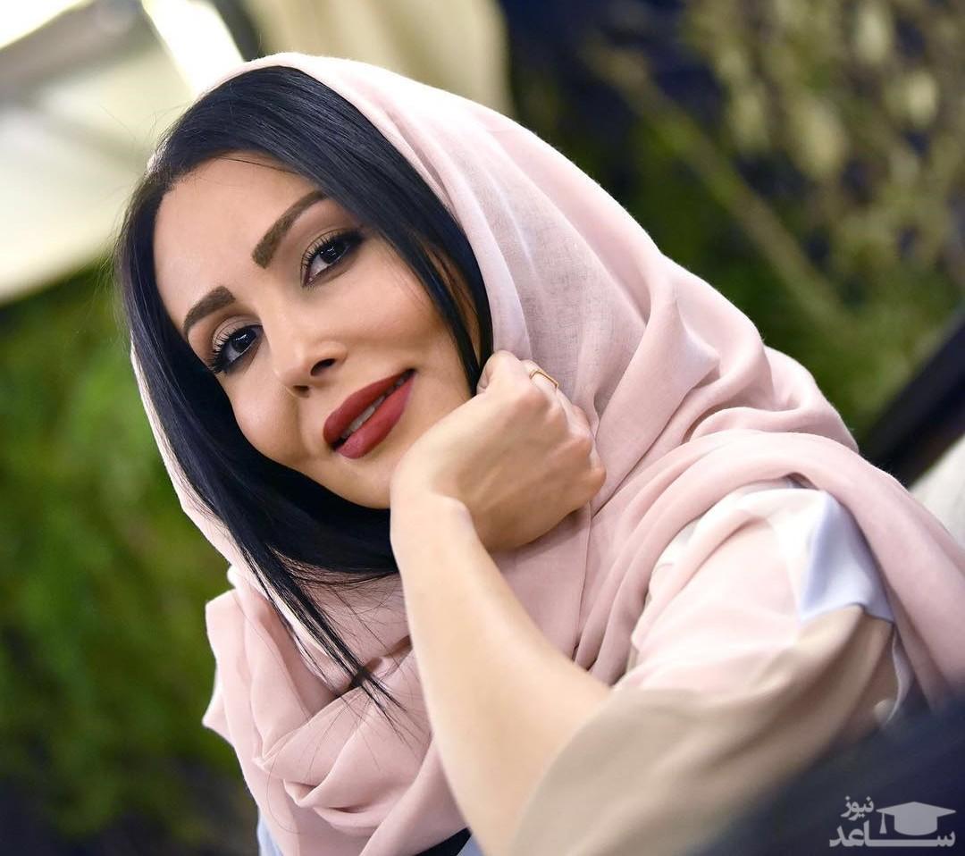 پرستو صالحی و نعیمه نظام دوست در یک مراسم