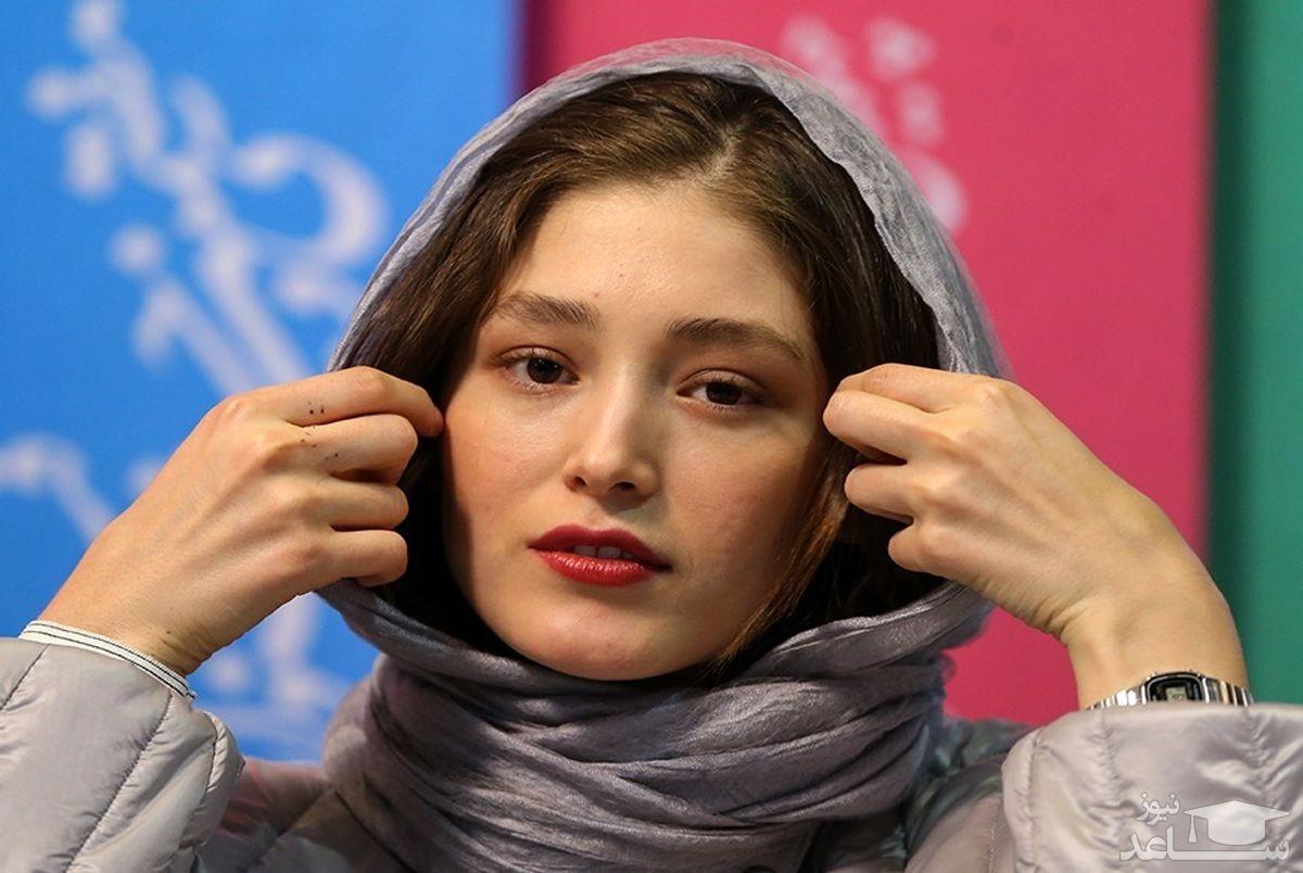 عکس لو رفته فرشته حسینی در یک رستوران با تیپ نامتعارف