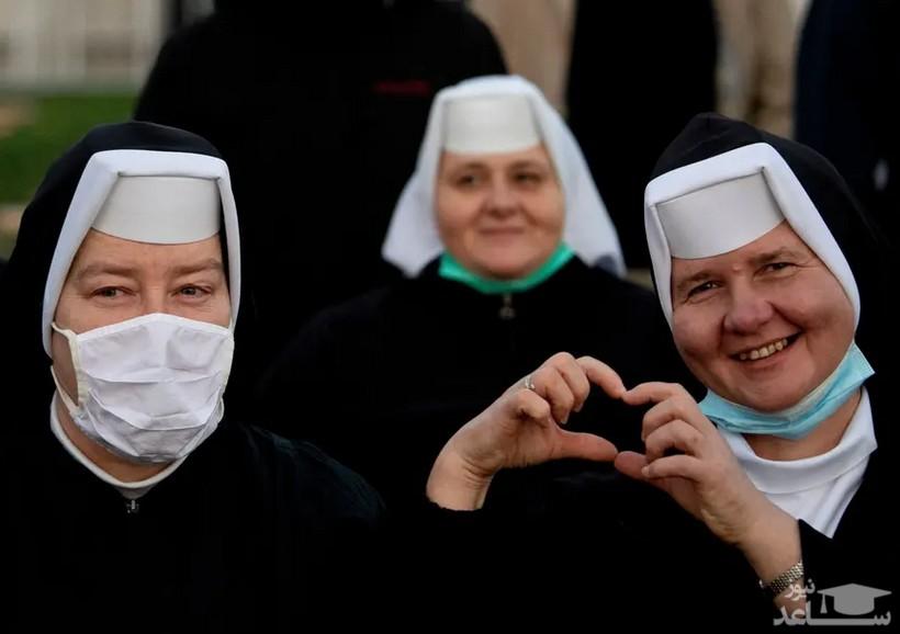 راهبه های کاتولیک در مراسم استقبال از پاپ فرانسیس در اسلواکی/ خبرگزاری فرانسه