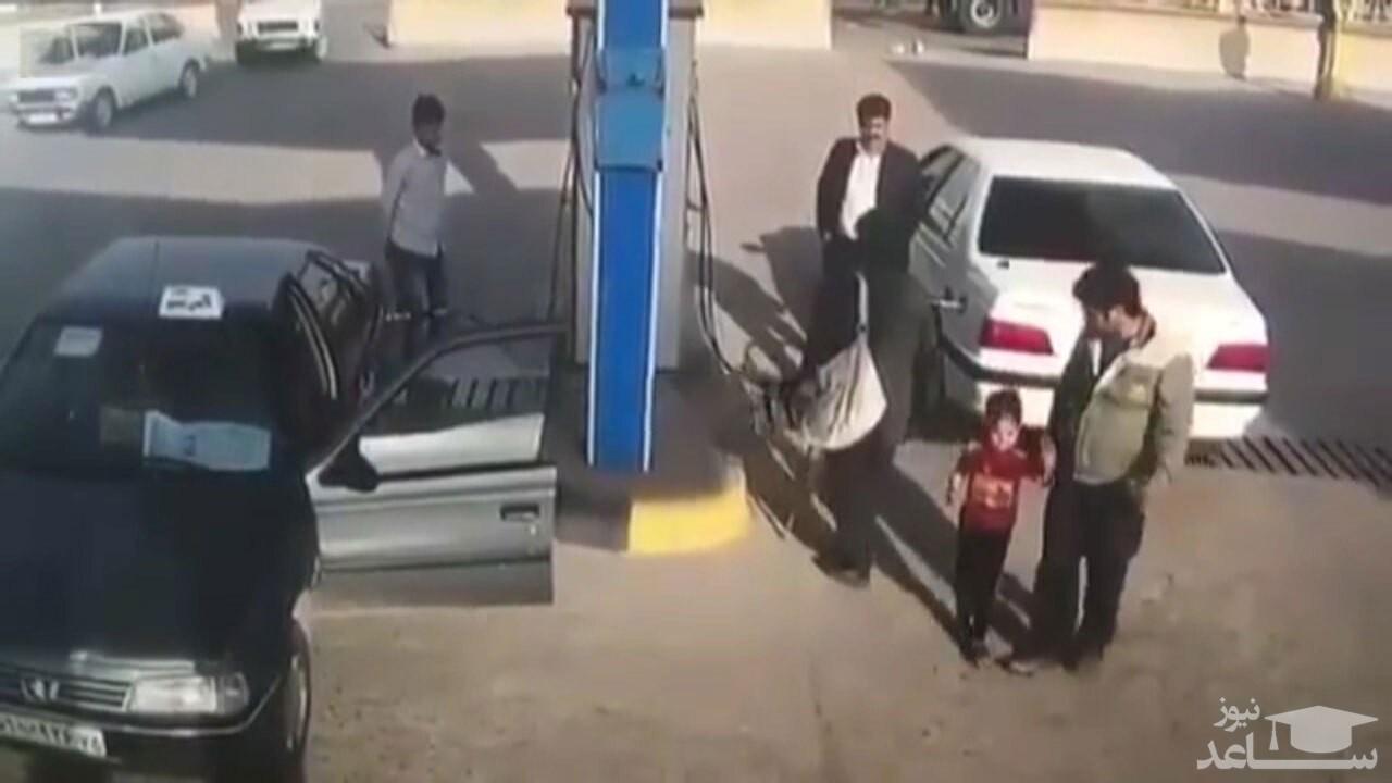 (فیلم) انفجار خودرو هنگام سوختگیری
