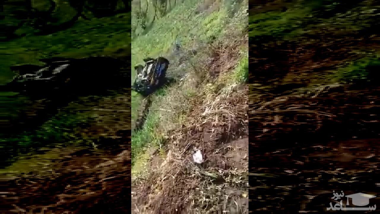 (فیلم) سقوط یک دستگاه کامیونت از لبه پرتگاه
