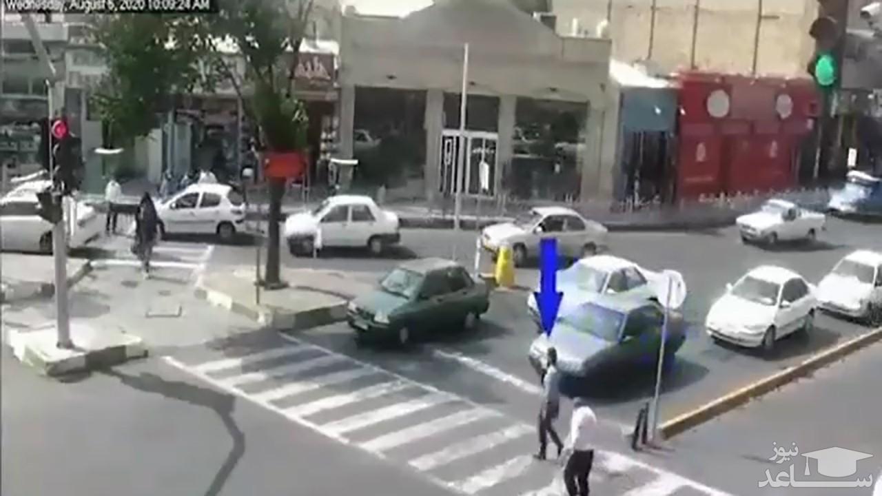 (فیلم) اقدام تحسین برانگیز یک شهروند شیرازی در وسط چهارراه