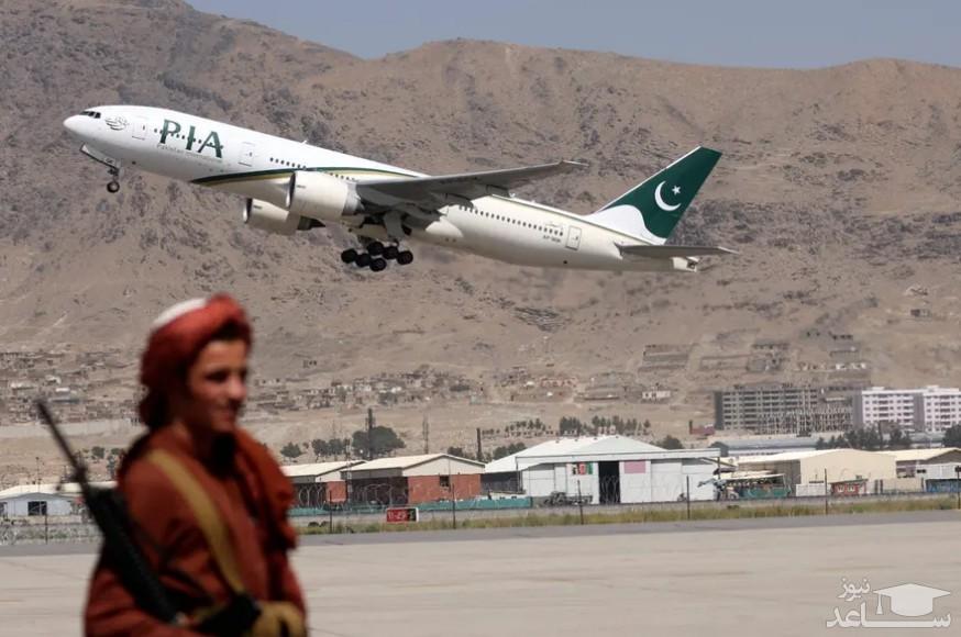هواپیمای خطوط هوایی پاکستان نخستین مهمان فرودگاه کابل در دوره حکومت طالبان/ خبرگزاری فرانسه