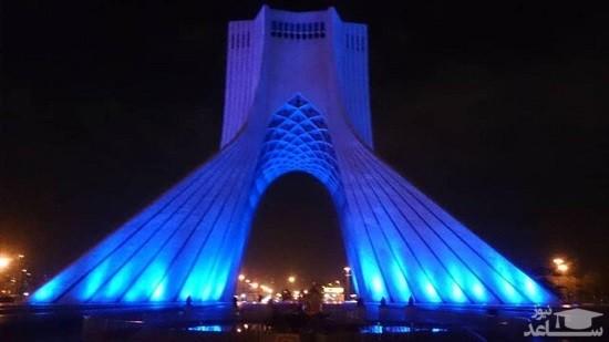 برج آزادی «آبی» شد