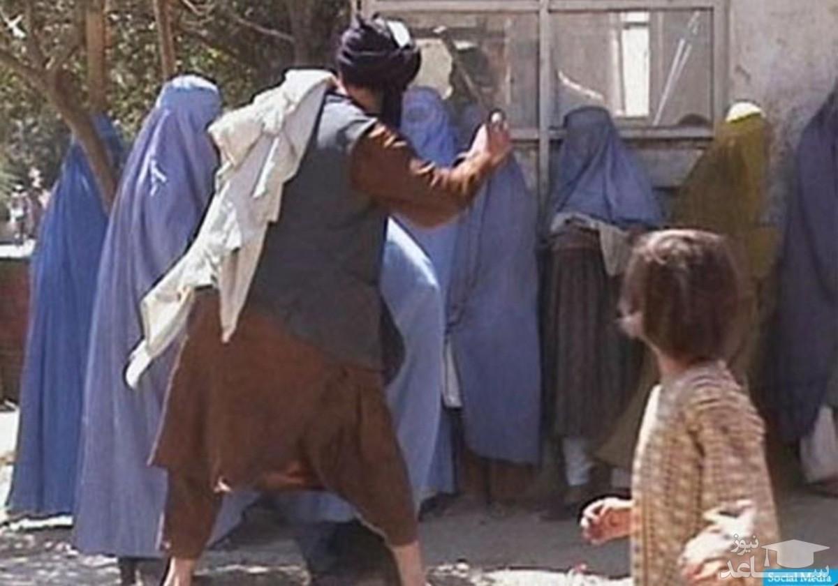 (فیلم) شلاق زدن یک دختر باحجاب به خاطر پوشیدن شلوار قرمز توسط طالبان