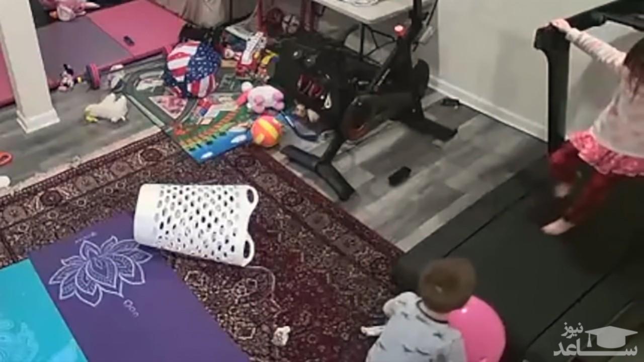 (فیلم) حادثه دردناک برای یک کودک هنگام بازی با تردمیل