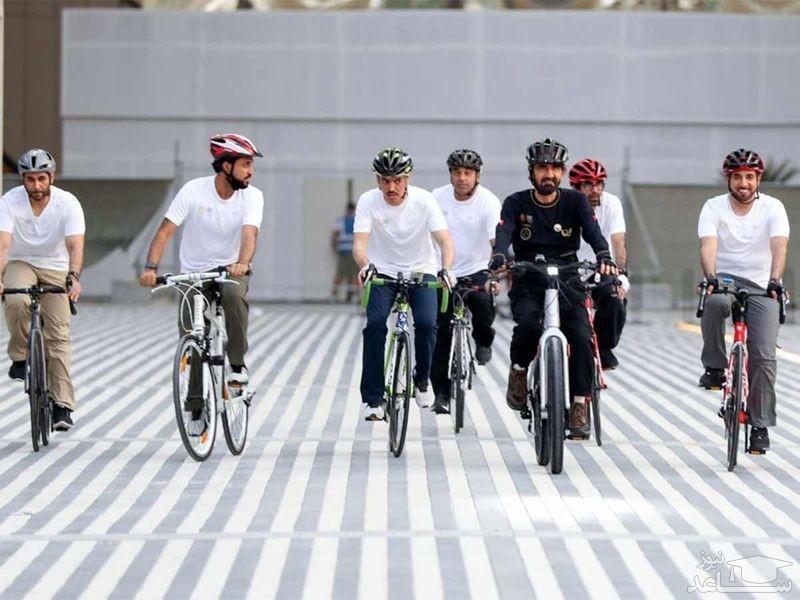 """""""شیخ محمد بن راشد آل مکتوم"""" نخست وزیر امارات و حاکم دوبی در بازدید با تور دوچرخه از نمایشگاه اکسپو 2020 دوبی/ گلف نیوز"""