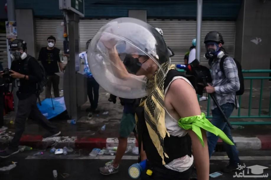 پوشیدن حباب محافظ از گار اشک آور
