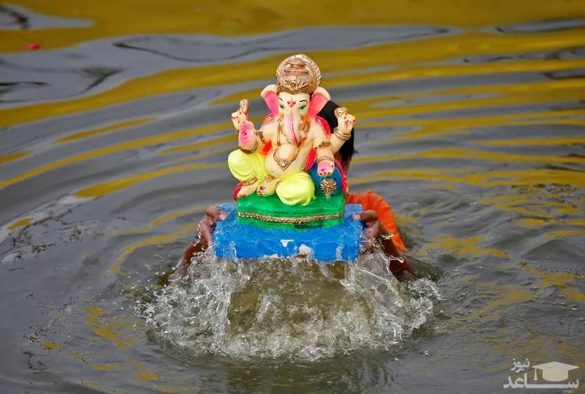 """جشنواره آیینی"""" گانش چاتورتی"""" در احمدآباد هند/ رویترز"""