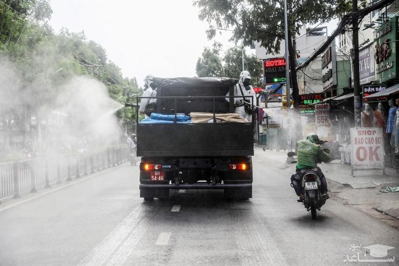 ضدعفونی معابر عمومی در شهر هوشی مینه ویتنام برای جلوگیری از شیوع بیشتر ویروس کرونا