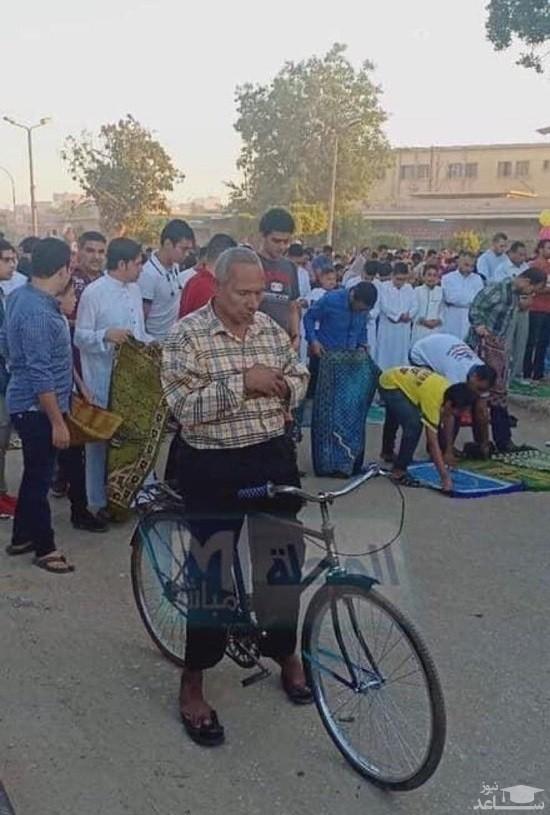 (عکس) عاقبت فردی که سوار دوچرخه نماز خواند!