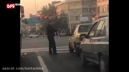 (فیلم) تذکر متفاوت پلیس به راننده سیگاری