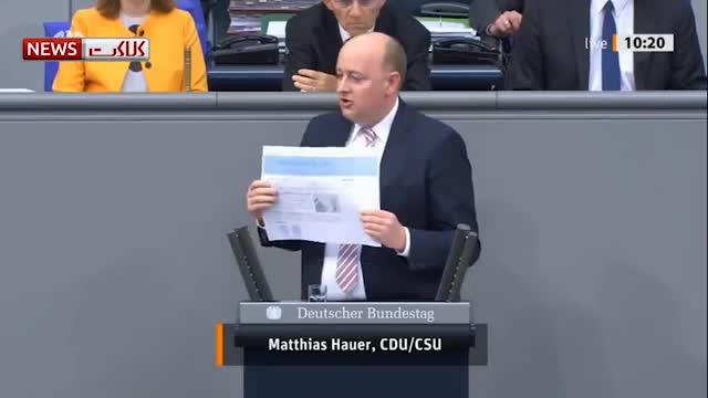 (فیلم) نماینده مجلس آلمان هنگام سخنرانی سکته کرد