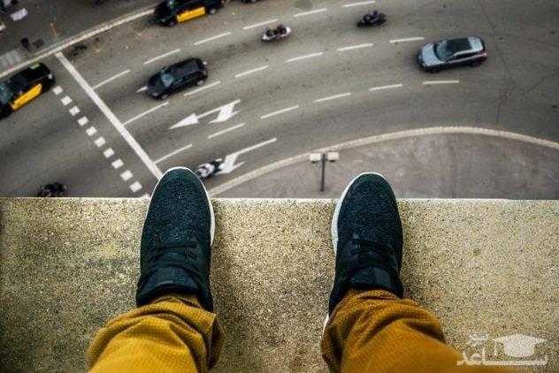 (فیلم) خودکشی پسر جوان از طبقه ششم ساختمان