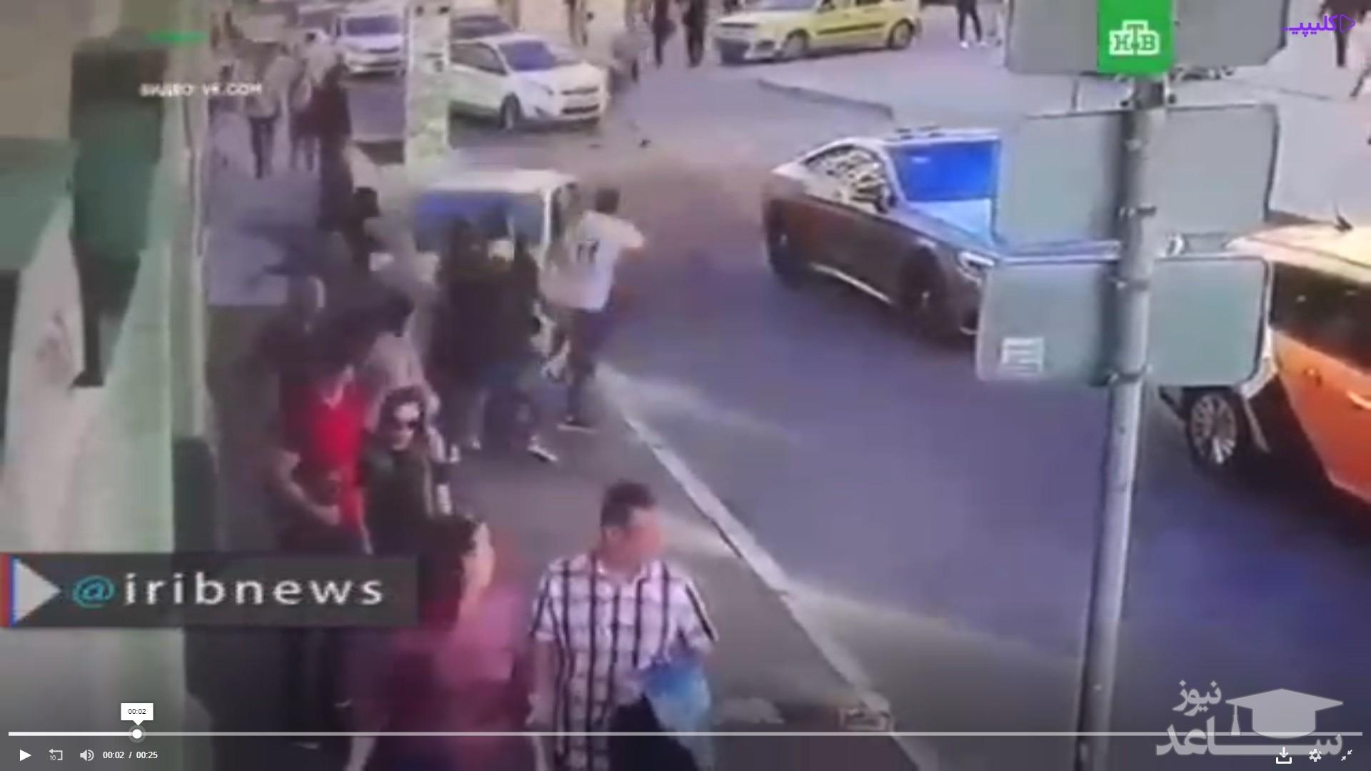 فیلم زیر گرفتن عابرین و هواداران تیم مکزیک در روسیه توسط تاکسی