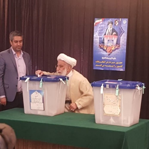 آیت الله احمد جنتی دبیر شورای نگهبان، رأی خود را به صندوق رای انداخت