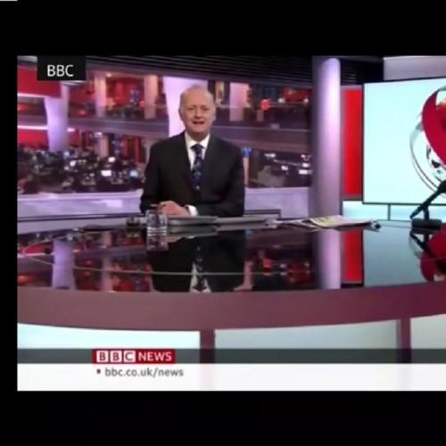 (فیلم) اجرای برنامه خبری با شلوارک در شبکه بی بی سی جنجالی شد
