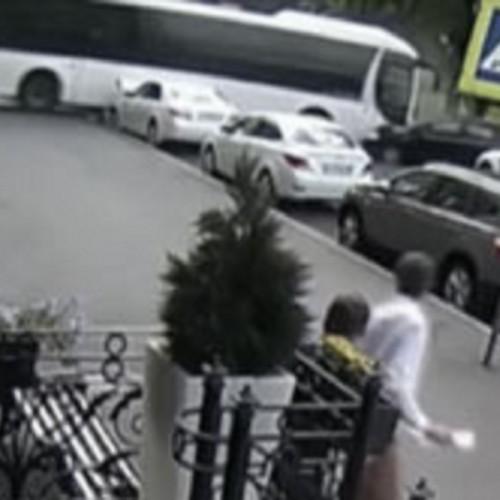 (فیلم) اقدام دیوانهوار راننده اتوبوس در خیابان