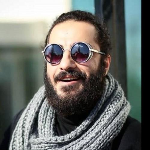 استایل خاصِ نوید محمدزاده در اختتامیه تئاتر فجر