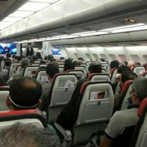 (فیلم) اضطراب در پرواز آبادان _ تهران، موتور هواپیما از کار افتاد!