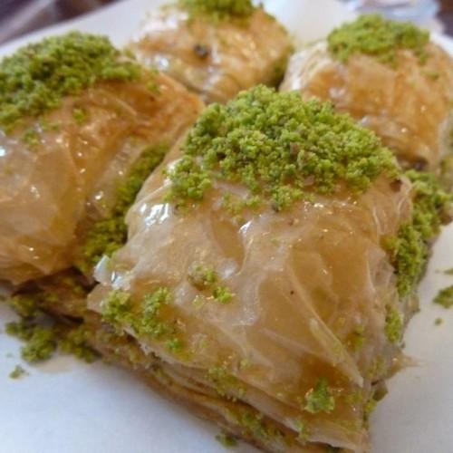 طرز پخت باقلوای خانگی شیرینی مخصوص مراسمات و عید