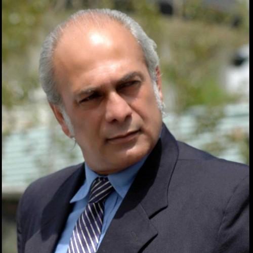 بهمن دان و سیبیل خفن اش
