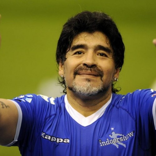 (فیلم) بغض ناگهانی مجری تلویزیون از خبر فوت مارادونا
