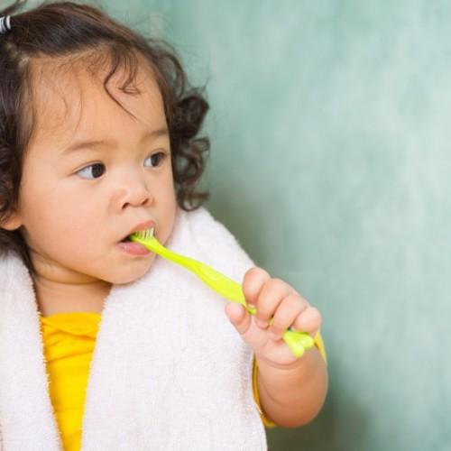دلایل در نیامدن دندان دائمی کودکان چیست؟