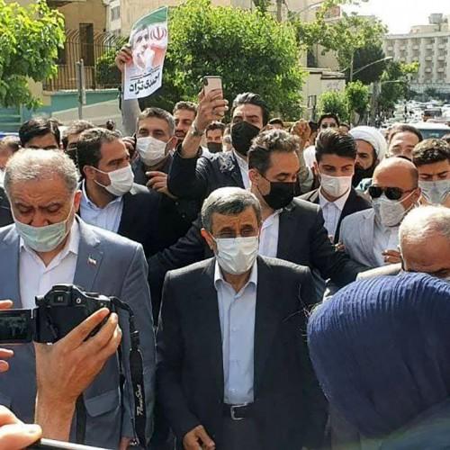 (فیلم) درگیری طرفداران احمدینژاد با کارمندان وزارت کشور