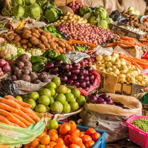 (عکس)  کار زیبای میوه فروش مشهدی