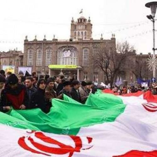 (عکس) راهپیمایی رژه با اسب در تبریز!