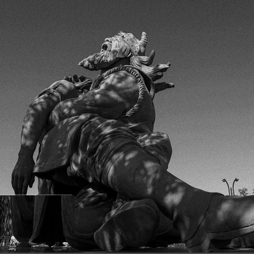 (عکس) تندیس زیبای زاری رستم بر پیکر سهراب