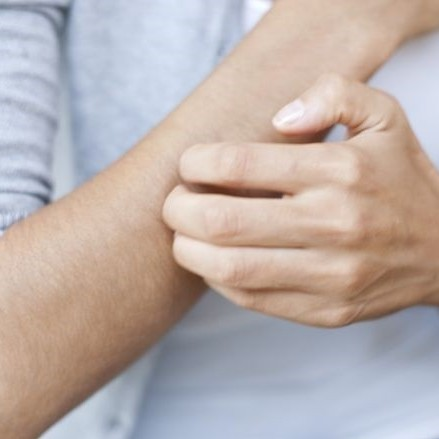 علل خارش مزمن و اختلالات پوستی در بدن چیست؟
